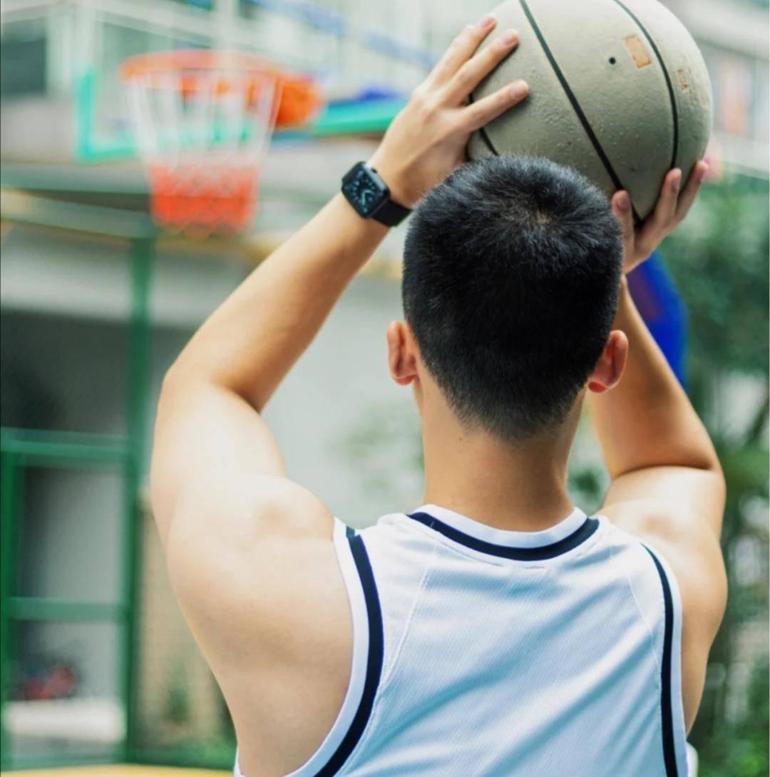 亚洲帅气体育生solo 篮球体育生粗口篮球鞋