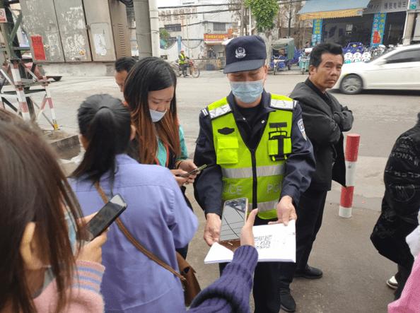 东凤同安派出所民警到同安村厂企开展反诈骗暨禁毒宣传