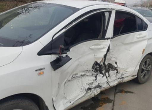 偶遇本田锋范事故车,车主:车皮薄我认了,但安全性还是不错的
