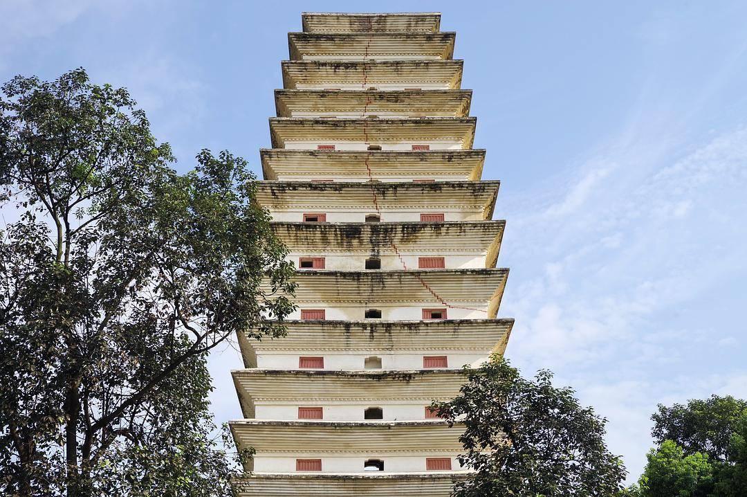 四川有一个佛塔群,糅合了川西精致典雅的建筑理念