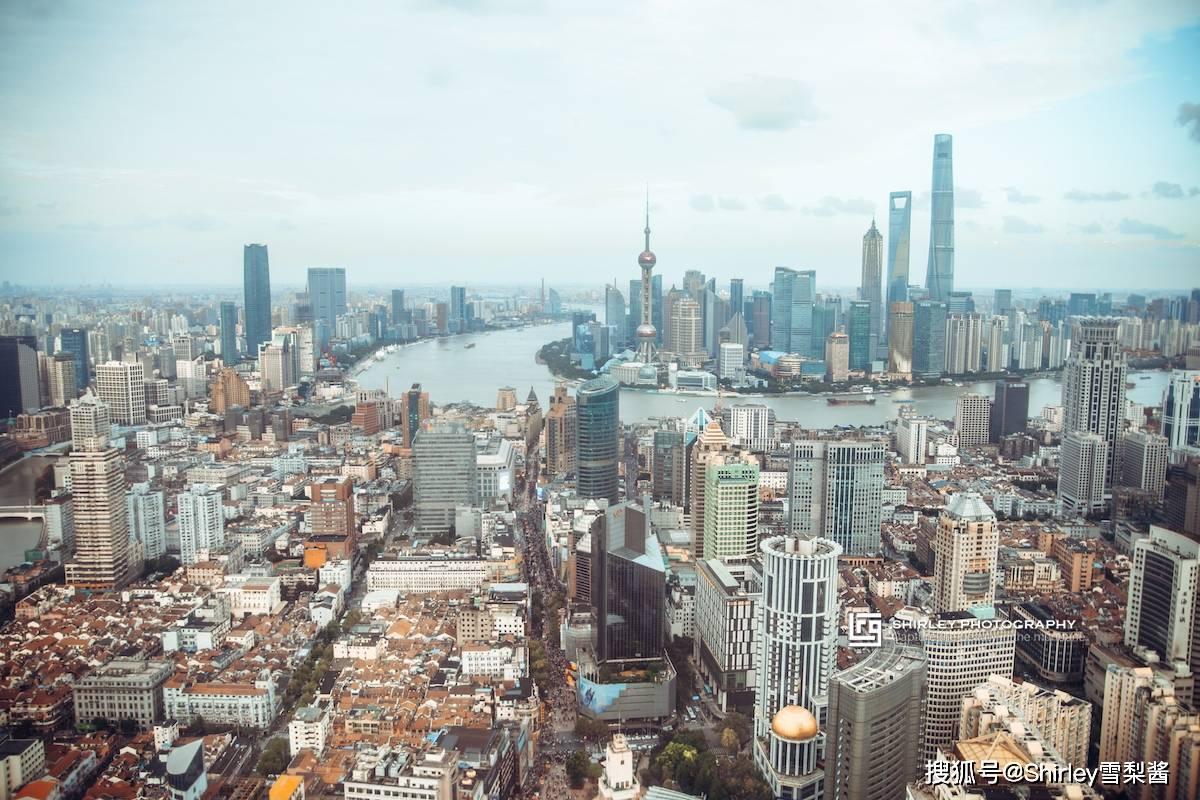 实拍中华商业第一街,三大城市地标连成一线,除了游客连本地人都来凑热闹