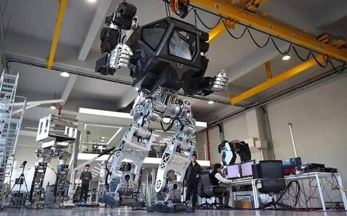 陈根:双足机器人新进展——能蹲伏能载重