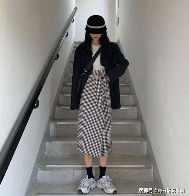 原创             春夏季穿黑色西装太沉闷?掌握这几种穿搭思路,穿出它的高级感