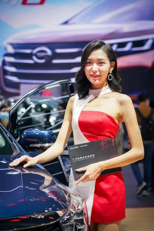 图赏:上海车展上的车模小姐姐们(图26)
