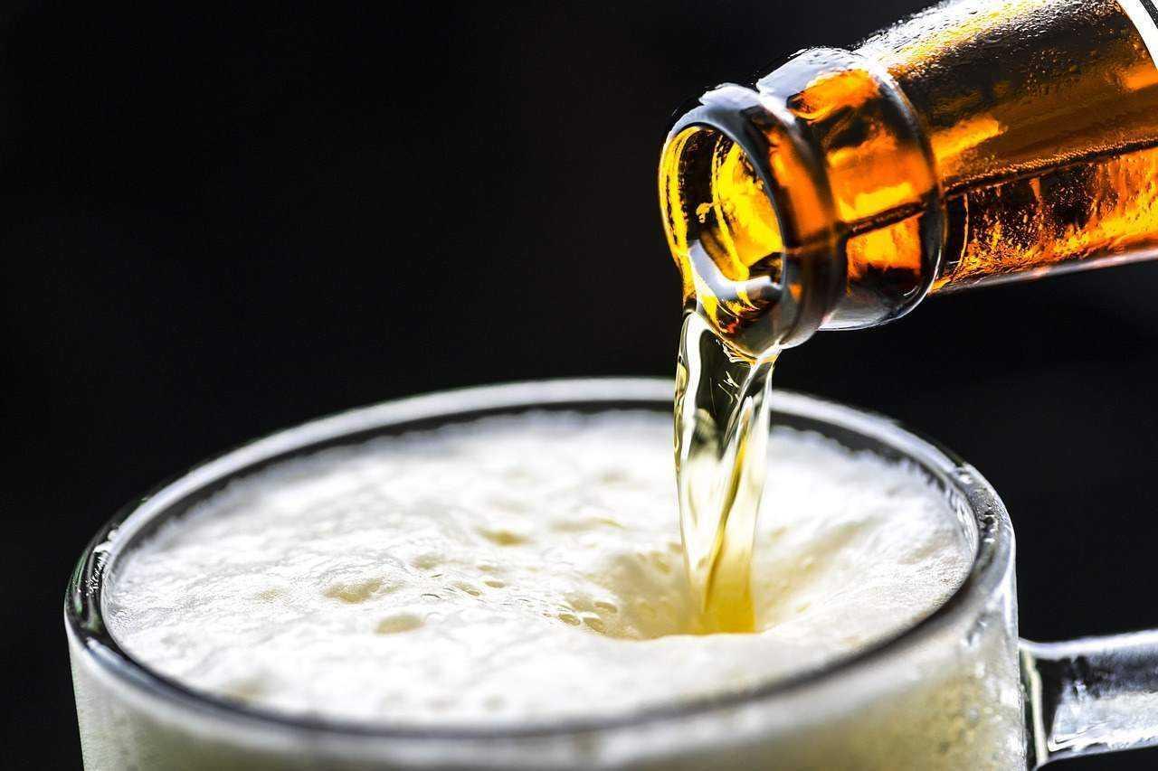 青岛啤酒一季度净利润超10亿?不是说啤酒没人喝了?咋这么好?
