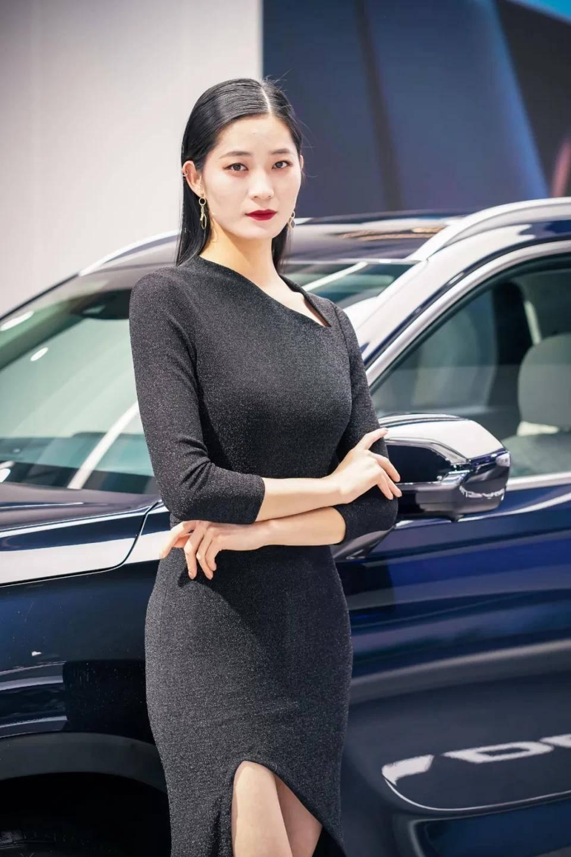 图赏:上海车展上的车模小姐姐们(图37)