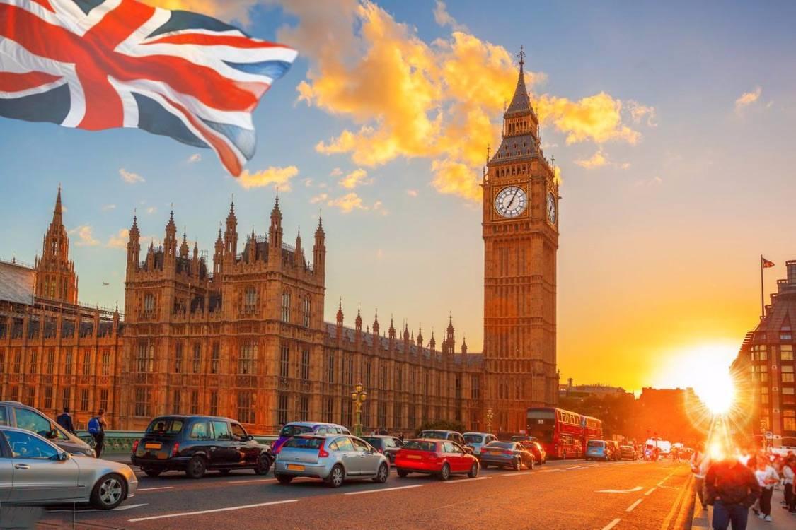 原创             重磅英国驻华大使馆官宣英国大学课堂复课时间!英国留学重启还需中英复航?