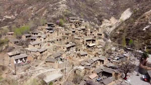 山西千年古村落形似布达拉宫,如今仅剩11位老人