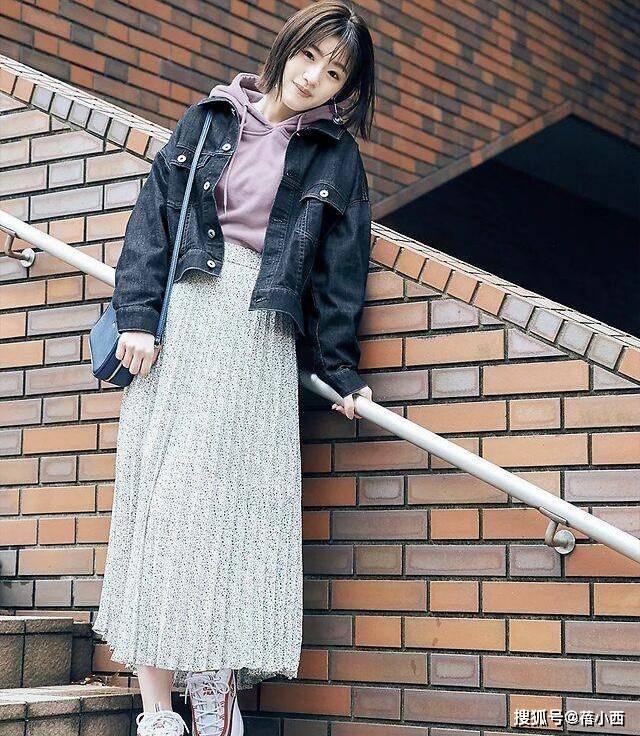 原创             减龄!时髦!日系牛仔外套+半身裙搭配参考,好看的都帮你挑好了