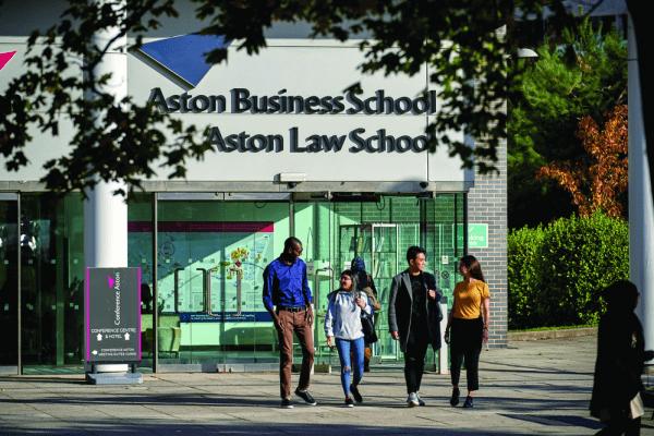 """英国年度最佳大学居然还有如此特别的""""神仙""""项目?"""