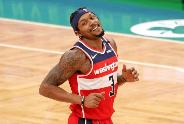 就在今天,一项由阿里纳斯保持的NBA纪录,被比尔达成了!