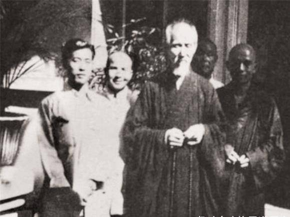"""近代""""第一高僧"""":活到120岁,曾预言老蒋结局,圆寂时仅留一字"""