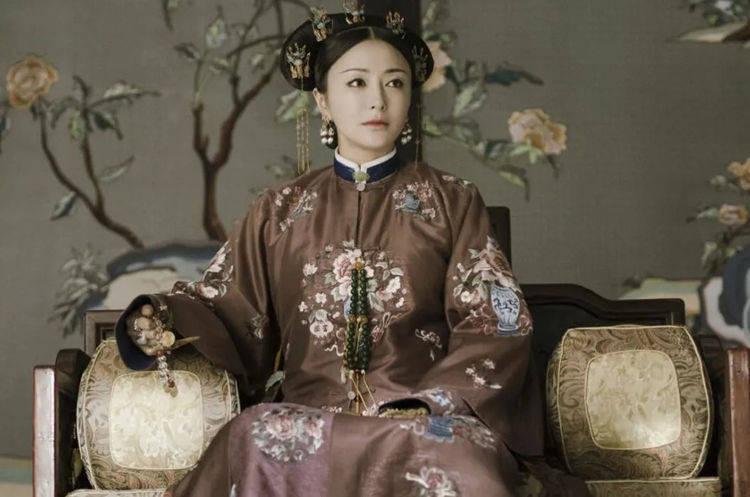 历史上最悲催的几位皇后,第1位因无子被废黜,最后1位名存实亡