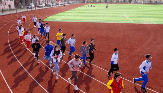 """体育老师公认的""""省力跑步法"""",长跑不怕累,中考体育考试不再难"""