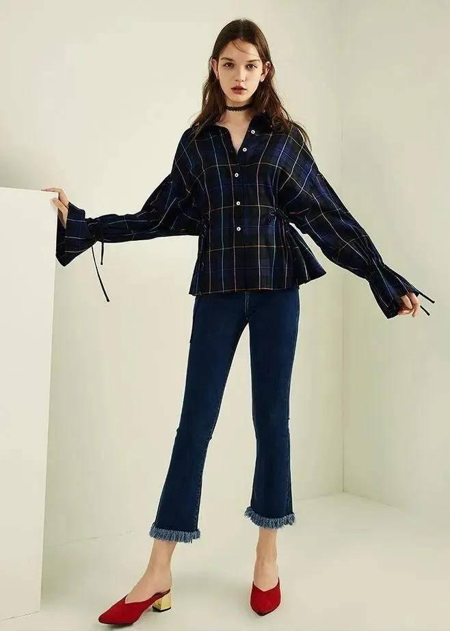 【2021夏季喇叭裤最新搭配】喇叭裤搭一件露腰小短T显瘦显高
