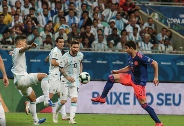 1997年3月1日,国际足联修改的足球比赛规则