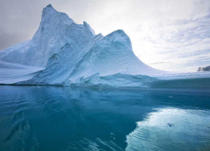 能放下130个澳门,全球最大冰山刚从南极崩落,知道它有多少水吗