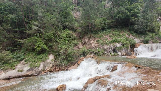 天台山九级飞瀑,入口处可见瀑布全貌,大自然的鬼斧神工