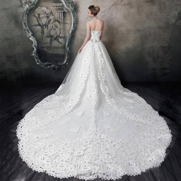 心理测试:选一件拖尾婚纱,秒测上天给你最大的礼物是什么?  第3张