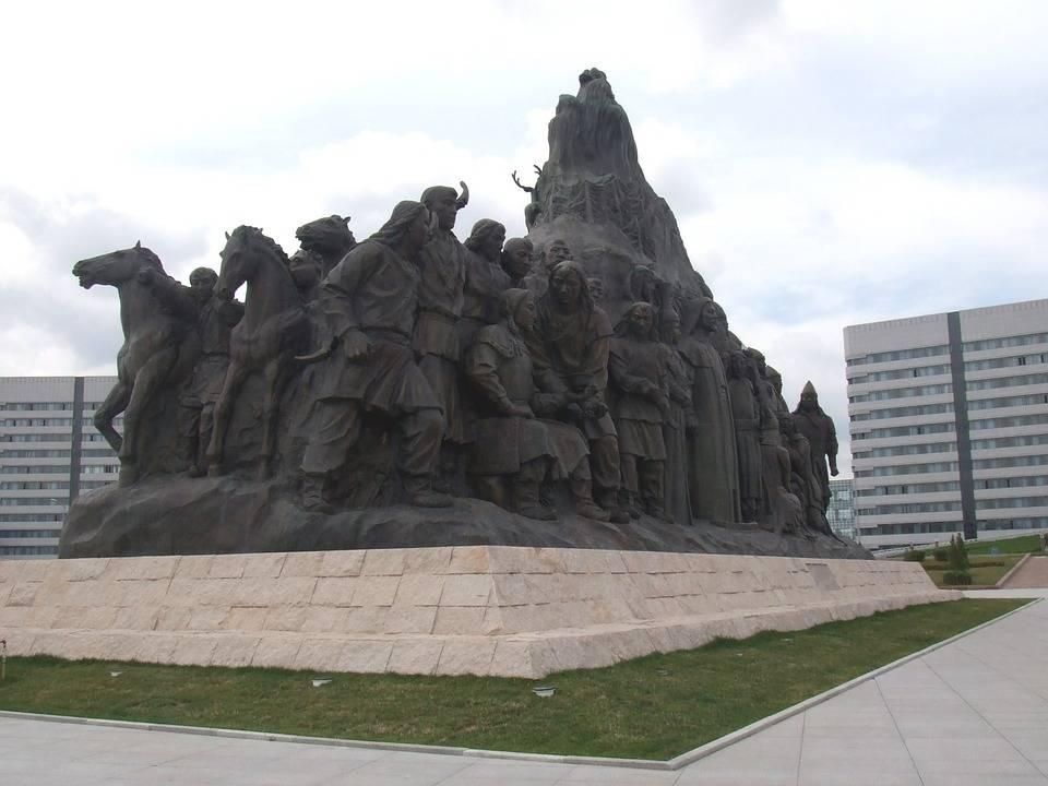 内蒙古鄂尔多斯与江苏苏州的2021年一季度GDP谁更高?