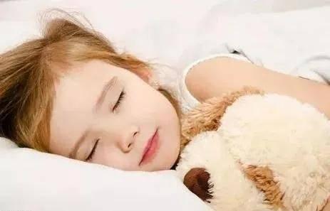 孩子三岁前跟谁睡,影响了孩子一生的性格,现在知道还不晚!