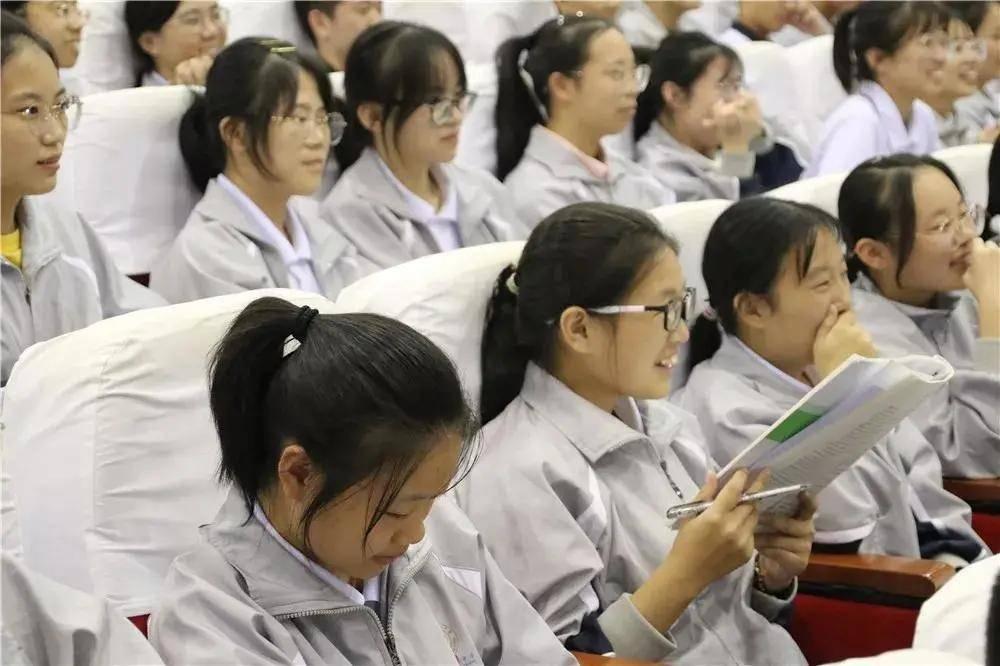 新安龙教师浙江省要点高中温州市文成中学高三高考励志演讲会