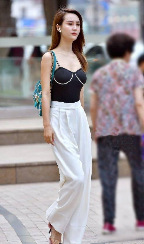 想要「大長腿」的既視感,牛仔褲閃亮登場,女性完美的選擇