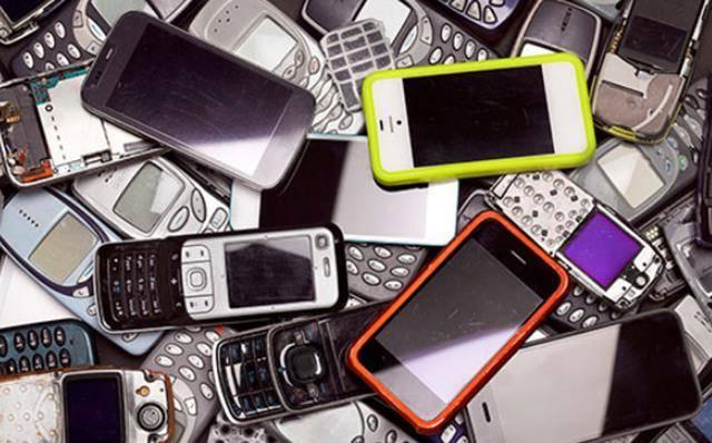 垃圾里淘黄金?回收旧手机有多暴利?千亿规模,你却当废品卖