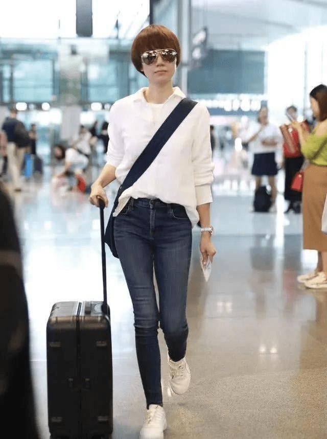 在大理偶遇袁泉,穿的朴素不像女明星,网友回应不好意思拍正脸!