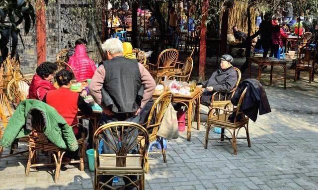 """中国喜欢""""争执""""两座城市,明明不服又互相帮助,有望成下个一线"""
