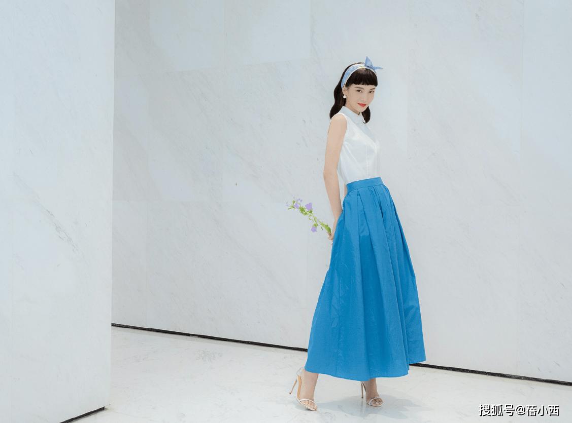 金晨复古风的蓝色+白色怎么穿更时髦?看完你就知道了插图7