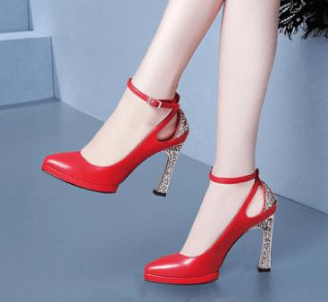 心理测试:凭你的眼光选一双婚鞋,测你会遇到什么样的婆婆?  第2张