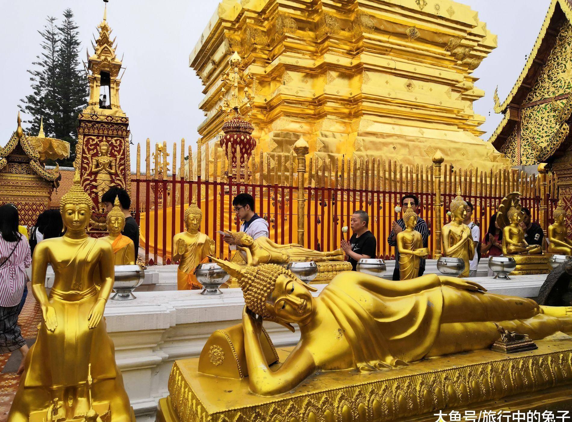 240公斤黄金打造的寺庙,供奉着佛祖舍利,信徒争抢烧头柱香
