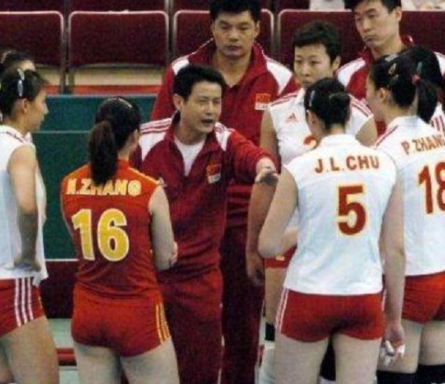 女排前教练陈忠和,五连冠功勋背后:哥哥车祸离世,母亲瘫痪在床