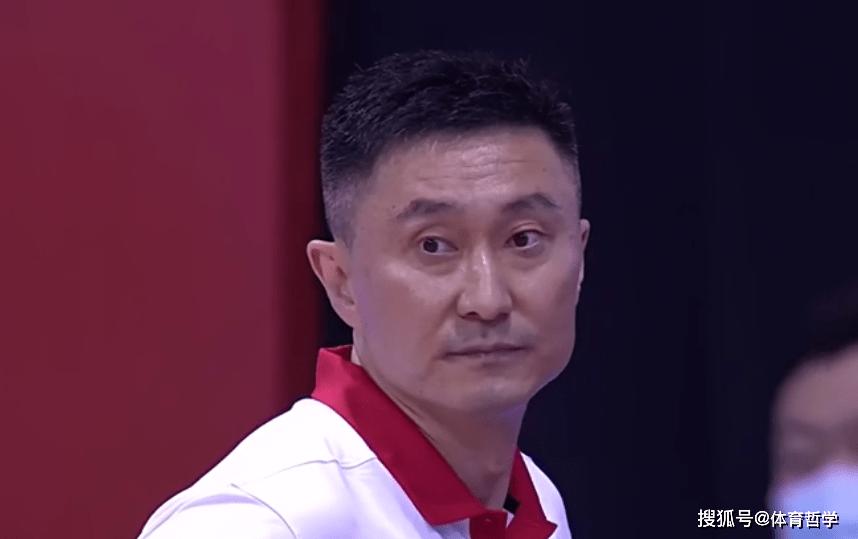 赢9分!苏群道出中国男篮赢球原因,盛赞2人是球队的定海神针