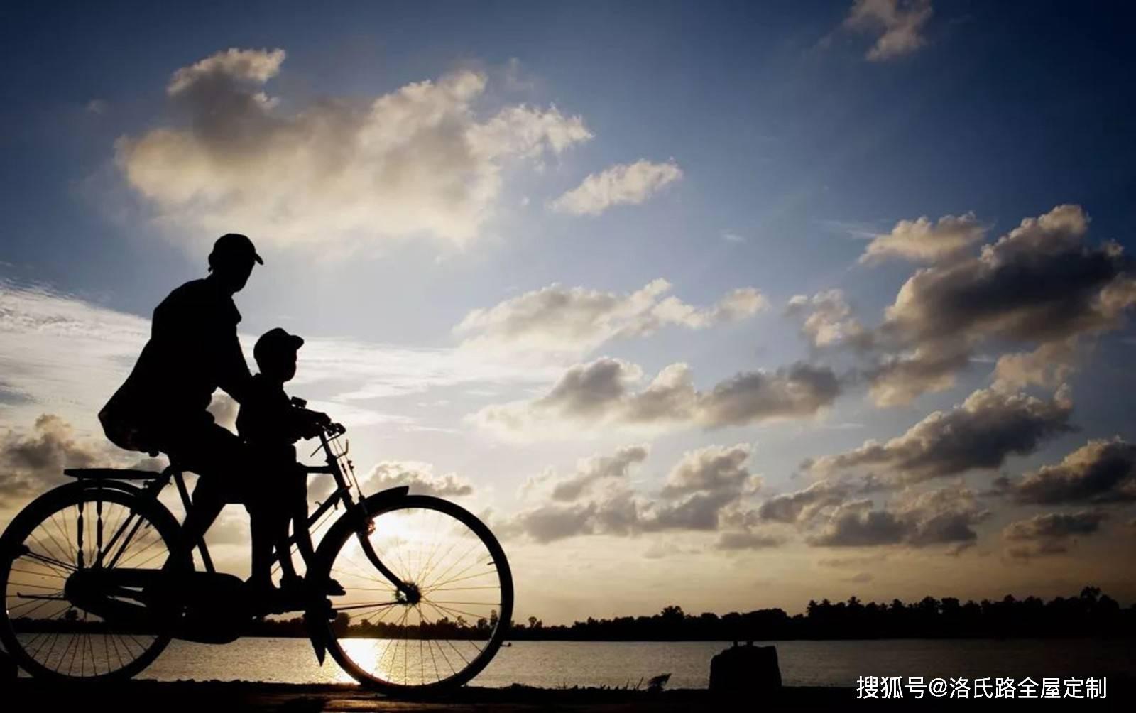 宁愿坐在自行车上午笑 坐在自行车上笑的意义