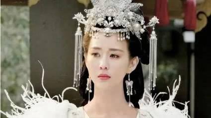 明星劇中的「冰雪頭飾」,楊冪豔麗,楊紫心疼,她最好看