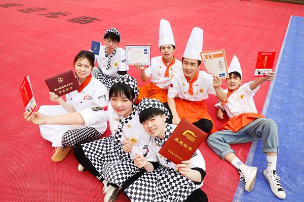 杭州新东方:中高考结束,四川阆中中学如何选择适合自己的学校专业?
