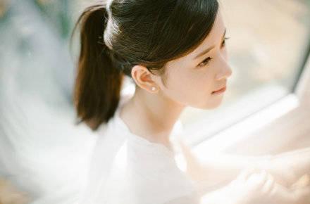 【章泽天旧照曝光】章泽天白色T恤十分清纯