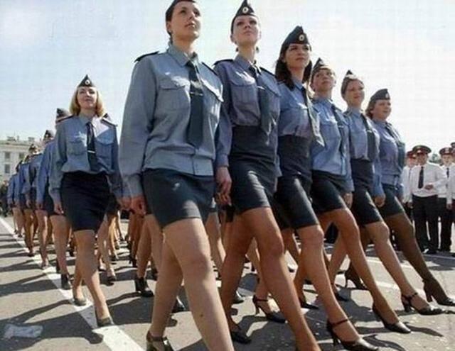 乌克兰军队新战力爆表:穿高跟鞋+短裙,来一个美丽惊艳的阅兵