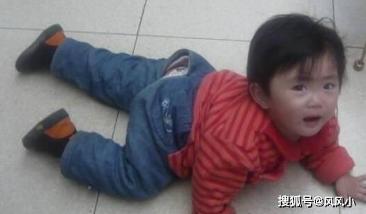 """如果你家宝宝一不高兴就""""地上躺"""" 不妨试试这3个方法!-家庭网"""
