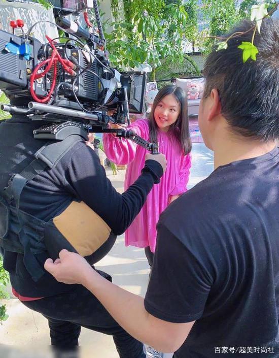 10岁王诗龄再接广告,穿公主风连衣裙秀才艺,却被网友群嘲长太胖