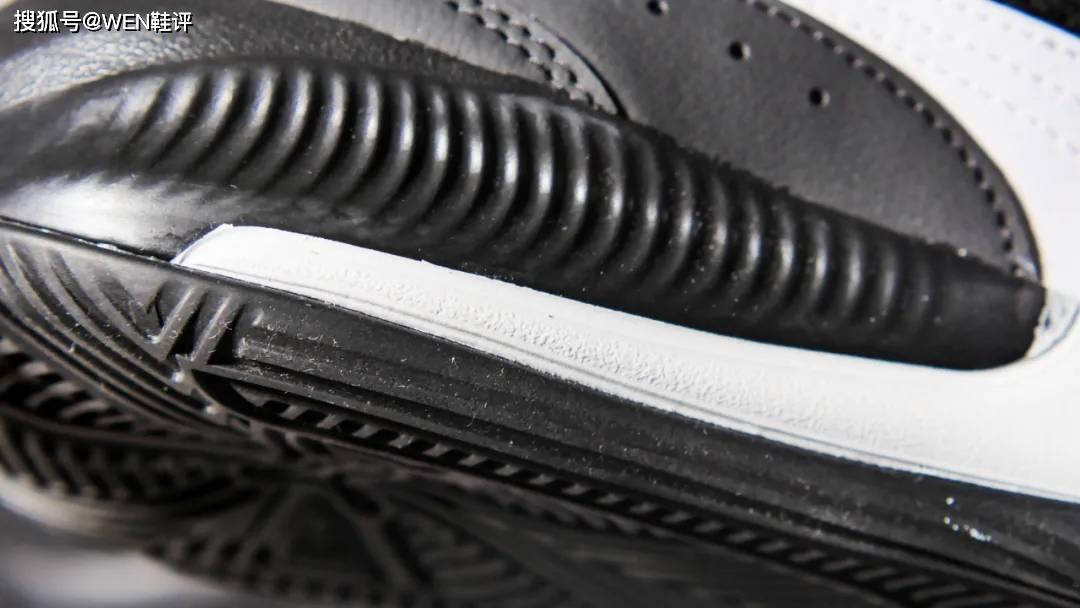 低价的外场球鞋 一鞋两穿有何惊喜?
