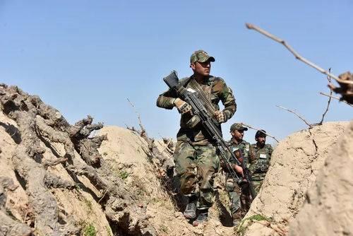 塔利班攻击坎大哈遇阻,摩托车大军驰援,巴基斯坦武装也前来支援