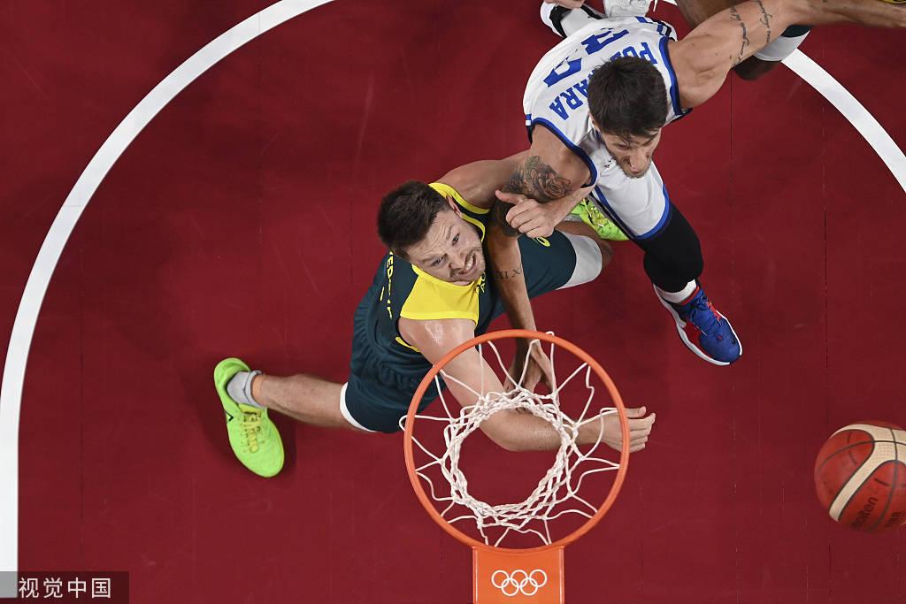 到了本节末段,塞布尔与米尔斯连续砍分,帮助澳大利亚男篮取得6