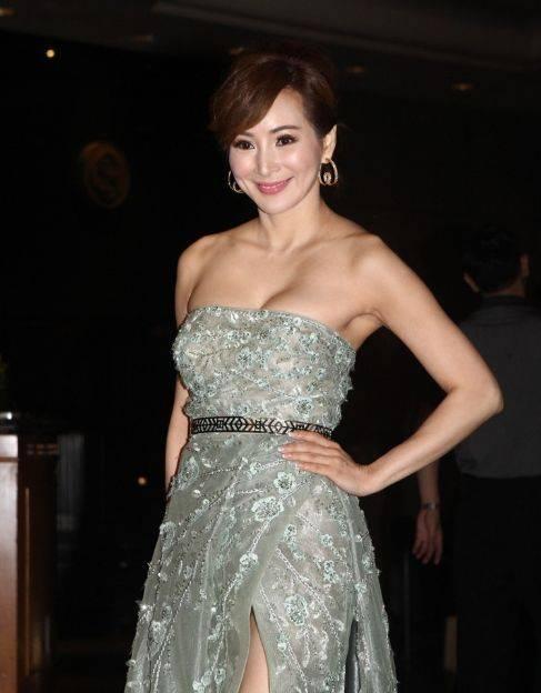 她是亚洲小姐冠军,嫁入豪门两次,今与小25岁老公恩爱幸福