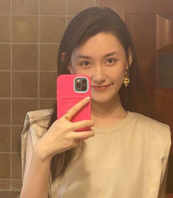 图片[5]-蒋依依晒浴室摆拍,当她把脸皱到一起,才明白什么叫天然妈生脸-番号都