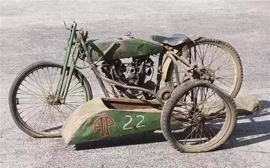 情怀才是无价的,这辆摩托车比豪车都稀有,价格当然也更高