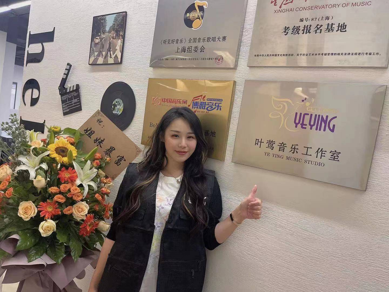 《【杏鑫娱乐线路】听见好音乐,带你了解歌手叶莺,她是一位可甜可A的Live型小姐姐》