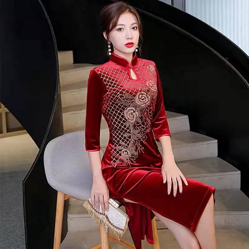"""喜婆婆大都喜欢这""""红色旗袍裙"""",传统又经典,美的是恰到好处!"""